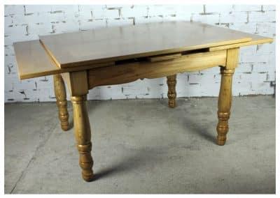Mesa antigua de madera de castaño