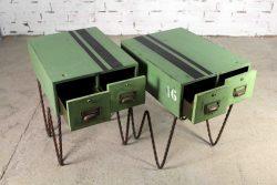 Mesillas industriales con archivador antiguo