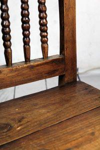Silla antigua de madera de castaño