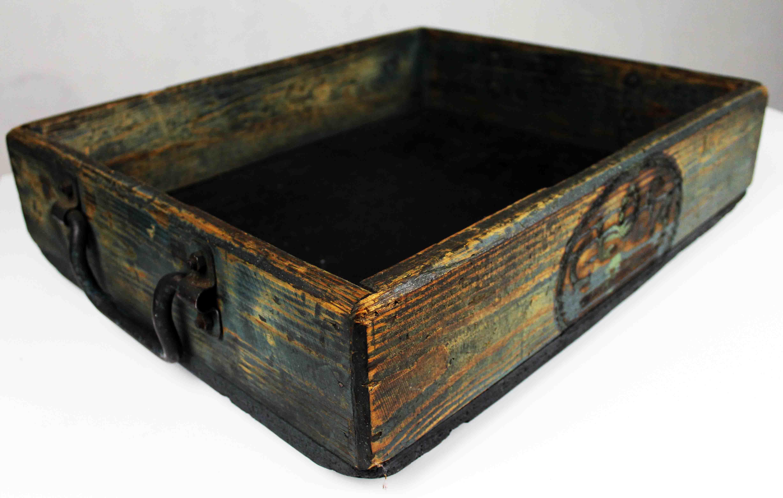 Cajón industrial de madera antiguo